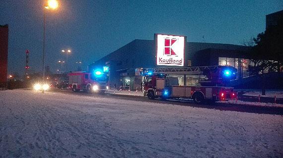 Dwie straże pod Kauflandem! Co było przyczyną interwencji strażaków?