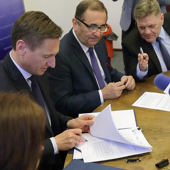 Podpisano umowy na dofinansowanie budowy dwóch przystani na prawobrzeżu