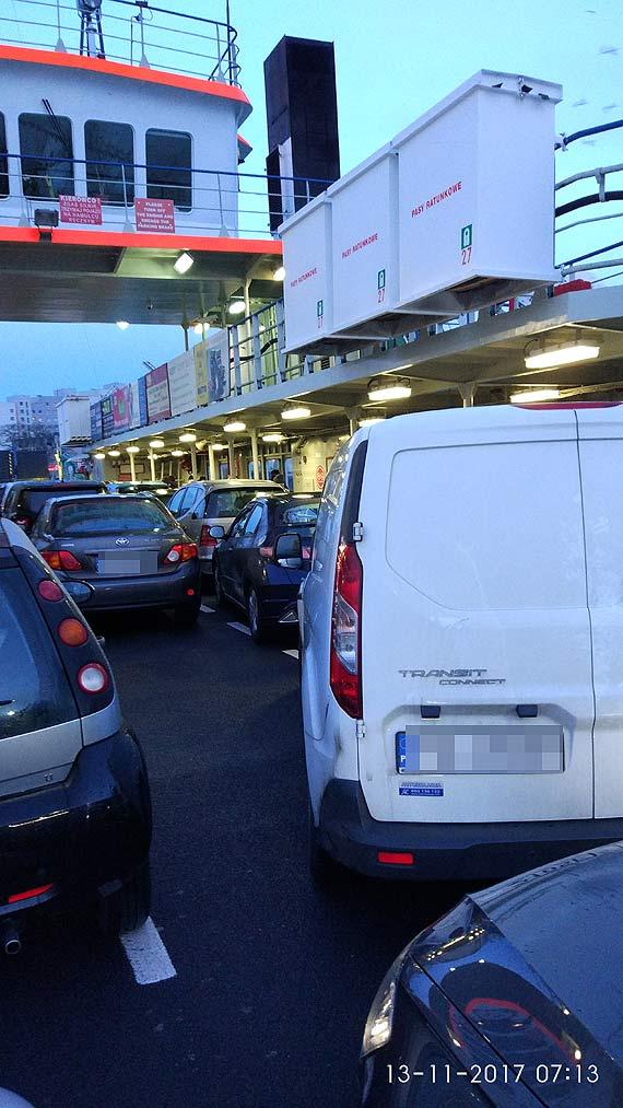 Czytelnik: Przez takie ustawienie samochodów na promie mój znajomy spóźni się do pracy