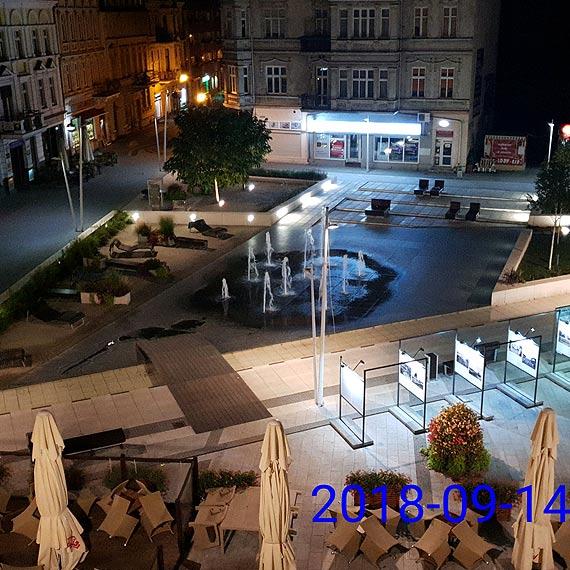 Całodobowa fontanna na Placu Wolności - zamierzony efekt czy niedopatrzenie?