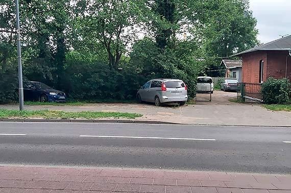 Mieszkaniec: Mistrzowie parkowania i porzucone samochody- dalszy ciąg niekończącej się historii